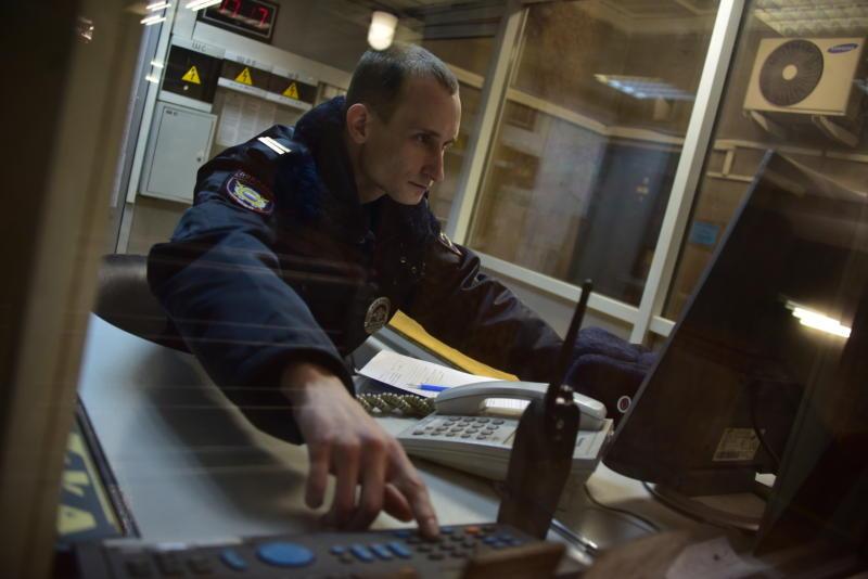 Полиция начала поиски ограбивших таксиста на юге Москвы