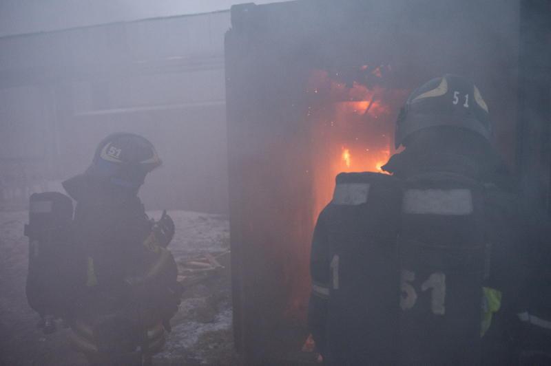 Спасатели потушили пожар в приюте для собак на севере Москвы