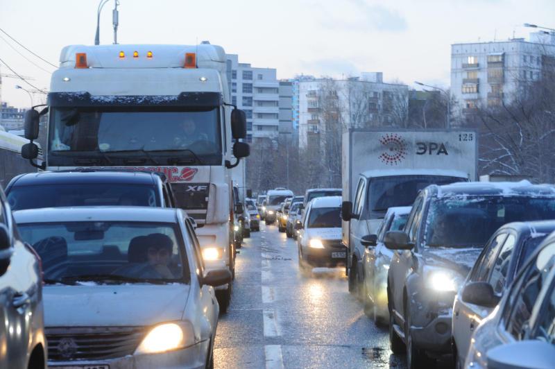 Госавтоинспекция предупредила водителей о гололеде на дорогах Москвы