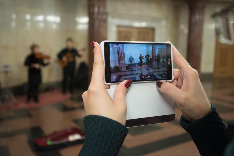 Бесплатный Wi-Fi запустили на двух перегонах метро в Новой Москве