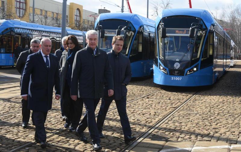 Собянин: На московские маршруты вышли трамваи нового поколения
