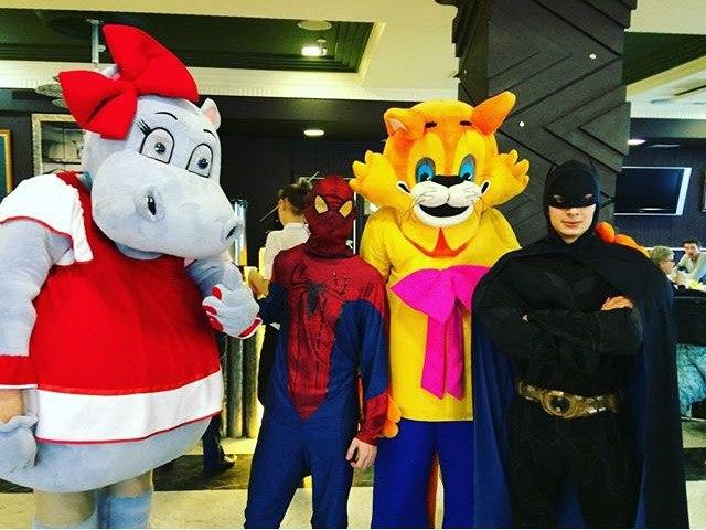Молодые парламентарии в костюмах героев комиксов устроили праздник для детей хосписа