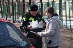 Злоумышленника задержали сотрудники ДПС. Фото: пресс-служба УВД по ТиНАО