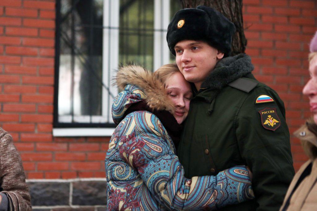 18 апреля 2017 года. Москва. Ивана Нагибина в армию провожает сестра. Фото: Анна Иванцова