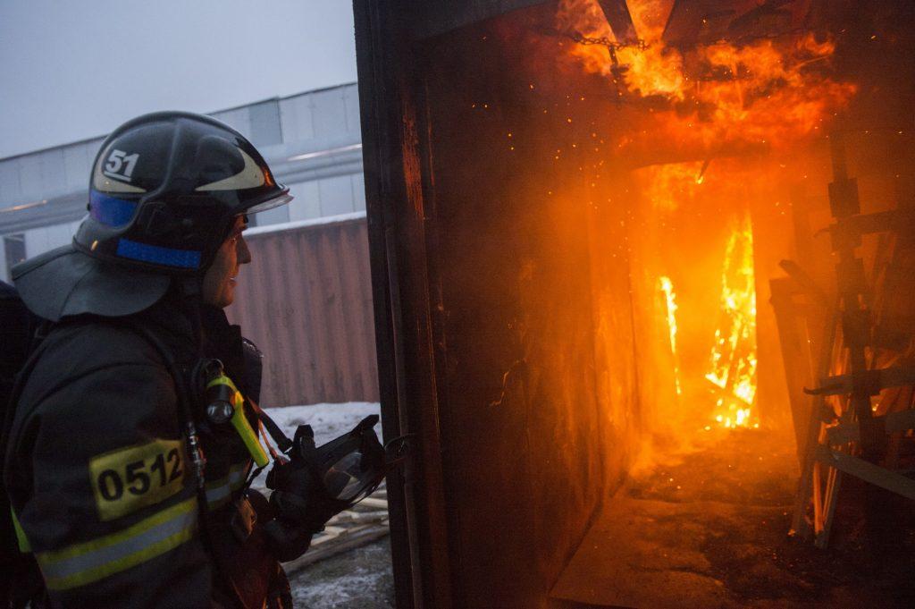 Спасатели потушили 200-метровый пожар в Новой Москве
