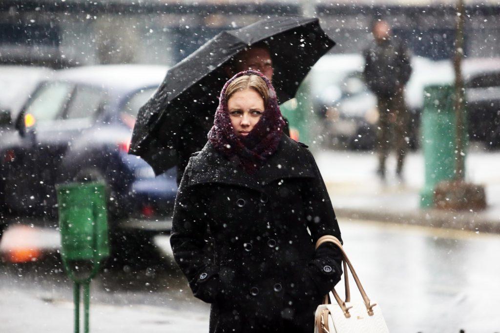 Шторм со снегом вновь посетил Москву