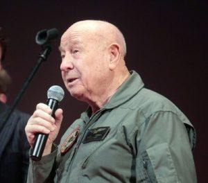 В Москве космонавт Алексей Леонов представил свою книгу