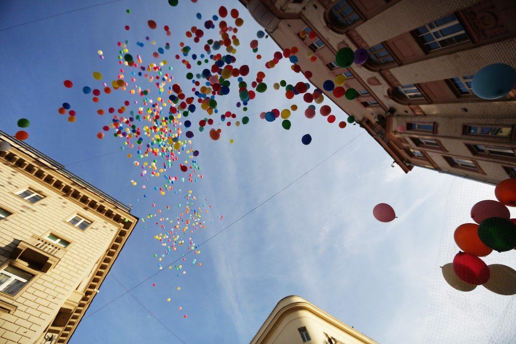 Москвичей поздравят с 1 Мая гигантскими цифровыми открытками