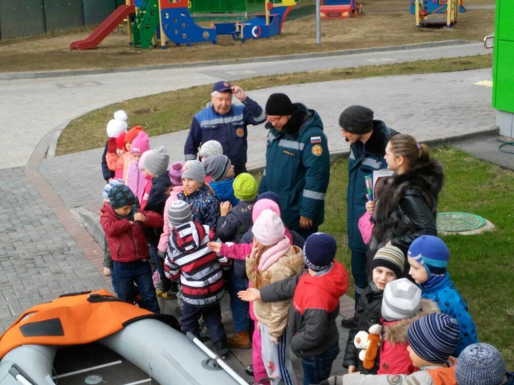 Открытый урок ОБЖ с дошколятами провели спасатели