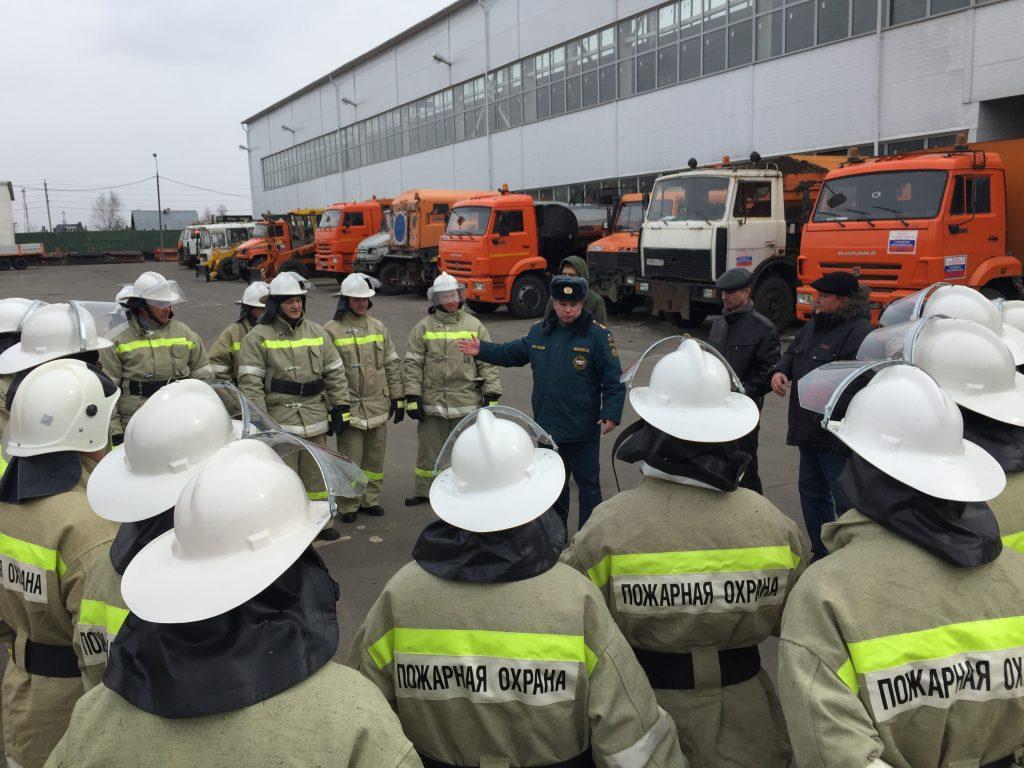 Смотр поливомоечной техники и отрядов по тушению природных пожаров прошел в Новой Москве