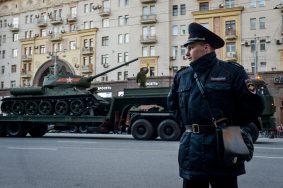 В центре Москвы появилась временная разметка для военной техники