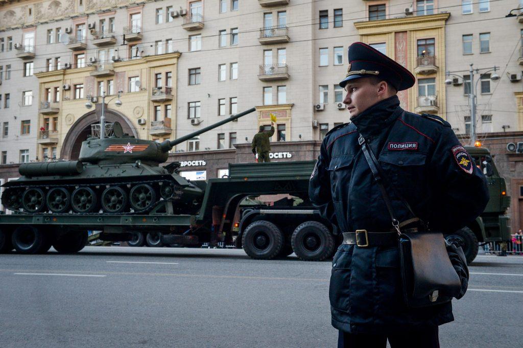 Арктическая боевая техника пройдет по Красной площади 9 Мая