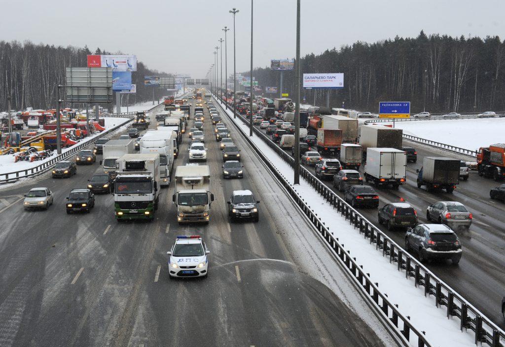 ЦОДД призвал москвичей пересесть с летней резины на автобусы