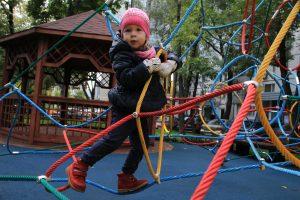 """В микрорайоне проведут озеленение и реконструируют детские площадки. Фото: архив, """"Вечерняя Москва"""""""