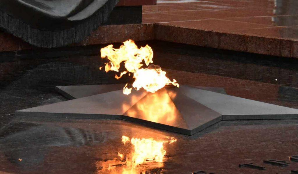 Полиция Москвы задержала вандала, разгромившего Вечный огонь на Поклонной горе