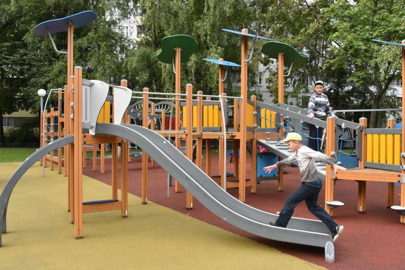 Две детские и две спортивные площадки обустроят в Ватутинках