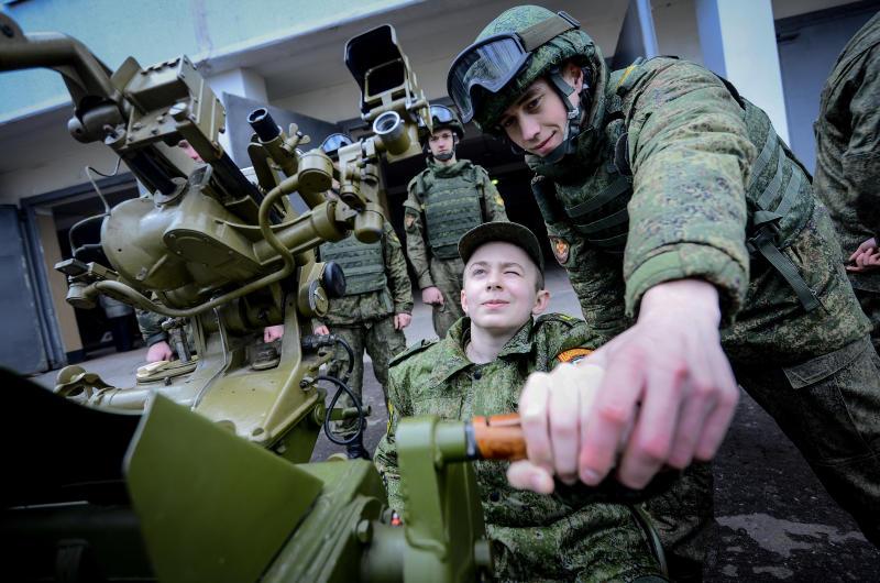 Школьники побывали на Дне призывника в воинской части