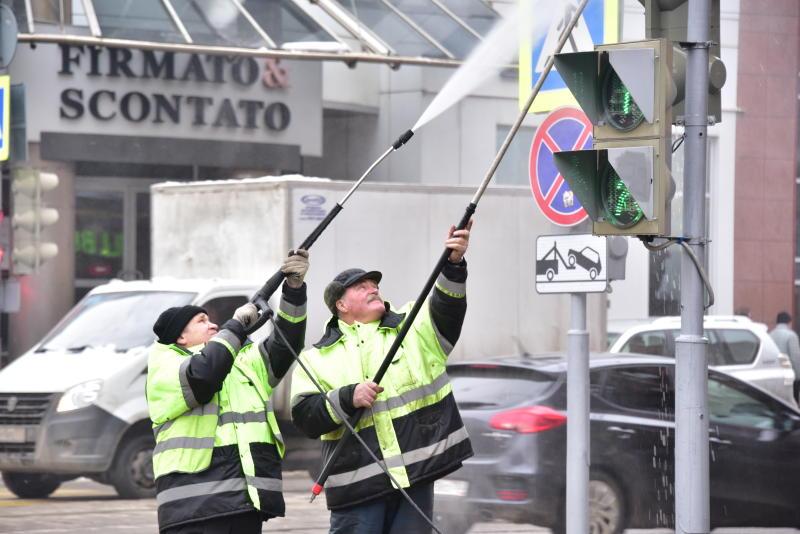 Светофоры Москвы приведут в порядок к маю