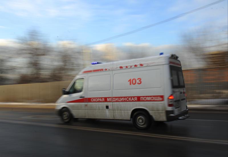 Скорая помощь работает на месте ДТП в Южном округе Москвы