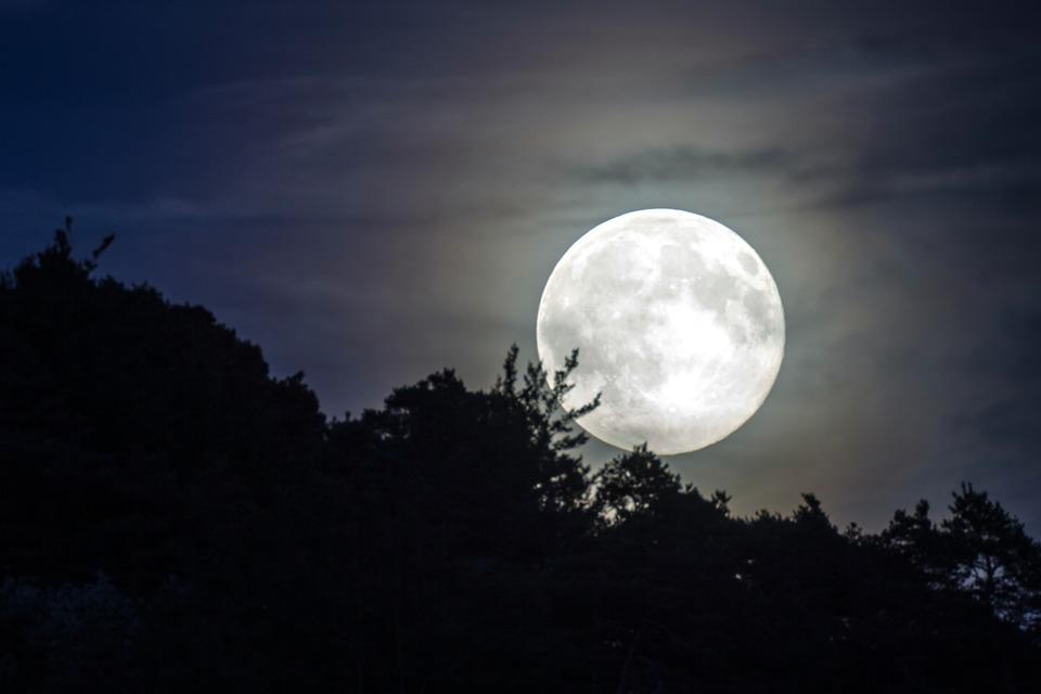 Ночь космонавтики: В Троицке понаблюдают за Луной