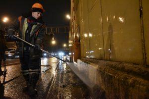 Коммунальные службы Рязановского вымоют дороги и приведут в порядок памятники. Фото : архив, «Вечерняя Москва»