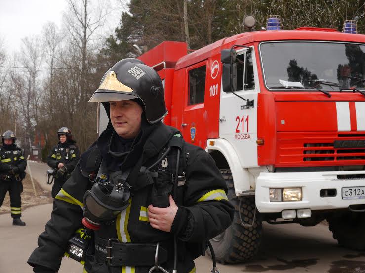 Пожарные и спасатели посетили воспитанников детского дома «Молодая гвардия»