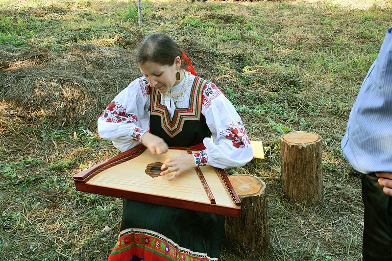 Народные песни под аккомпанемент гуслей прозвучат в Щербинке. Фото: Wikipedia, Владимир Лобачев