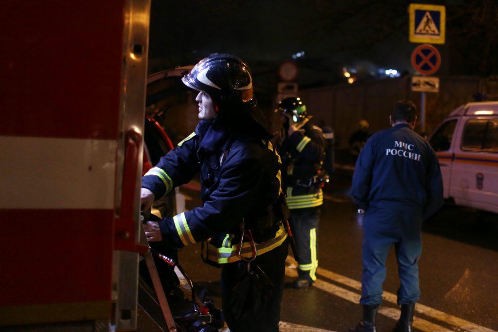 МЧС потушило пожар в Новой Москве, сгорело 28 машин