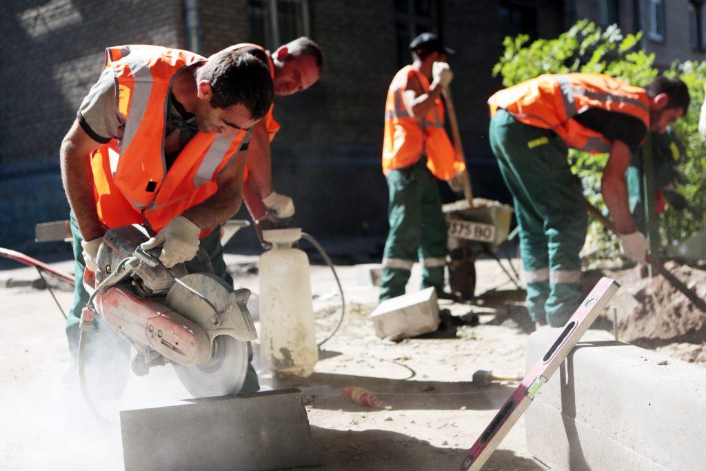 Также планируется замена бордюров и асфальтового покрытия. Фото: Анна Иванцова