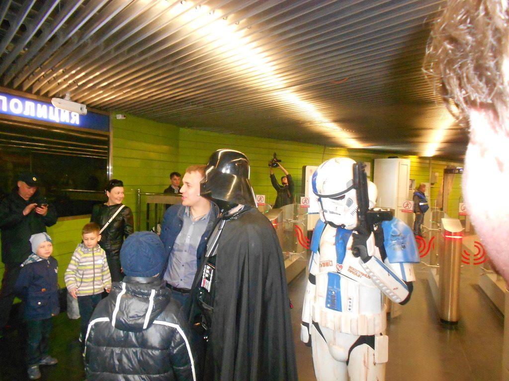 Персонажи фильма «Звездные войны» проехали в московском метро