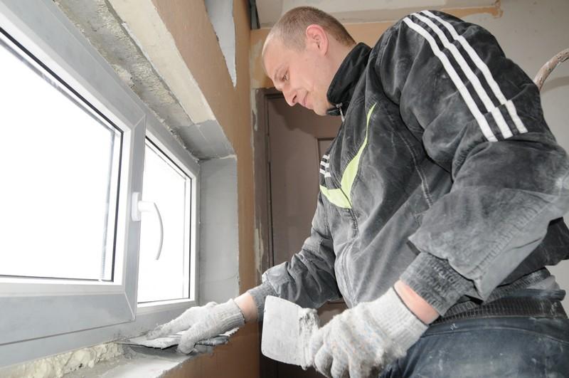 Завершаются ремонтные работы в подъездах деревни Яковлевское