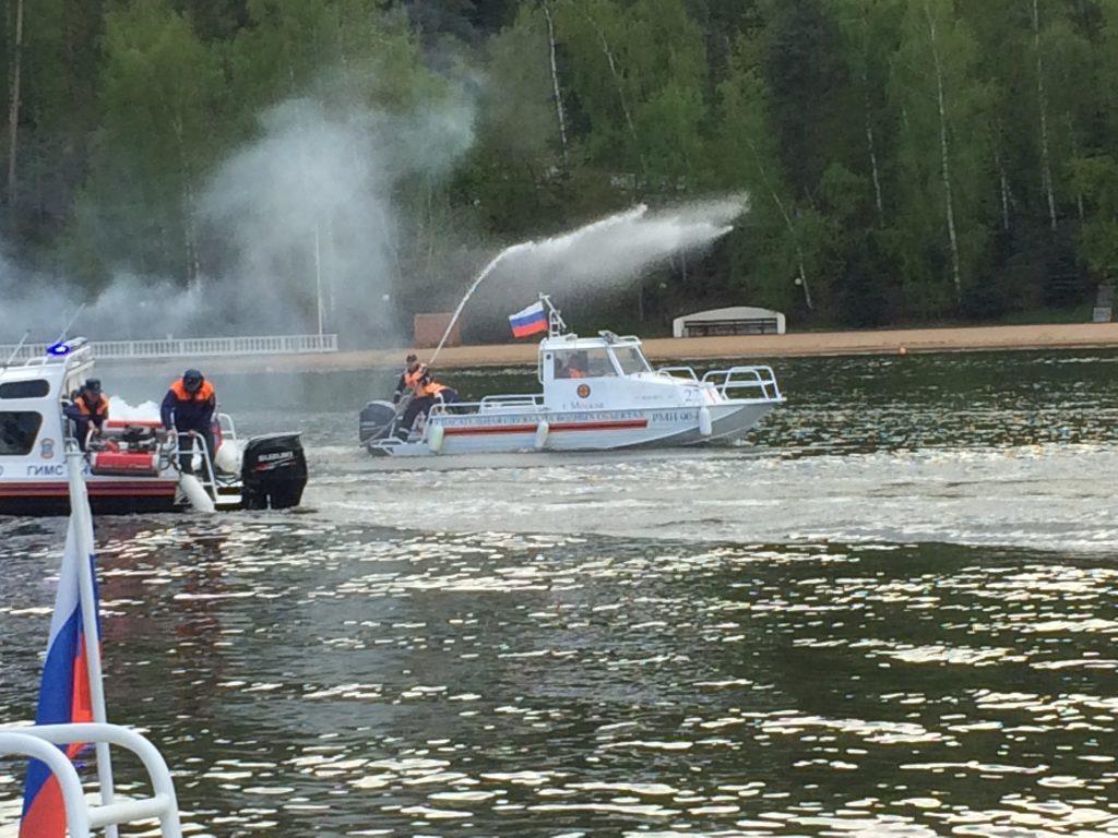 Занятие по обеспечению безопасности на воде провели для спасателей Москвы