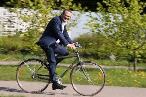 19 мая префект Дмитрий Набокин принял участие в акции «На работу на велосипеде». Фото: Виктор Хабаров