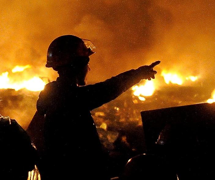 «Майбах» попытались сжечь «коктейлем Молотова» в центре Москвы, работает полиция