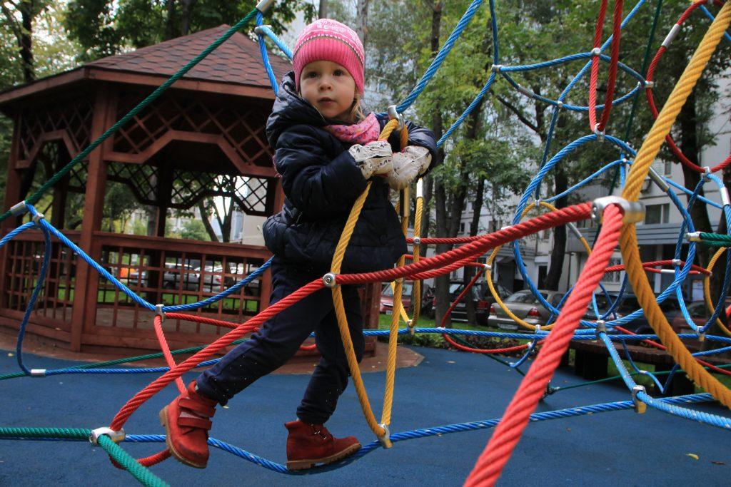 Детская площадка и тихая зона появятся рядом с футбольным полем поселения Киевский
