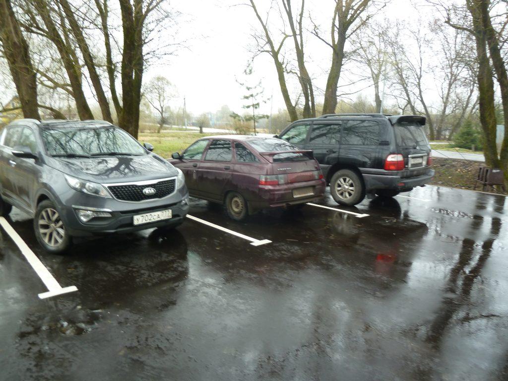 Новые парковочные места появились в Кленовском