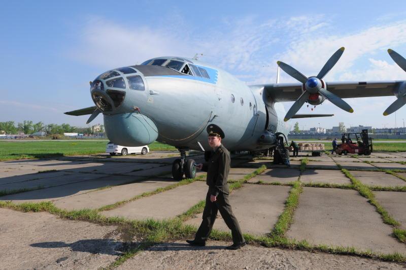 Десять самолетов развеют тучи над Москвой