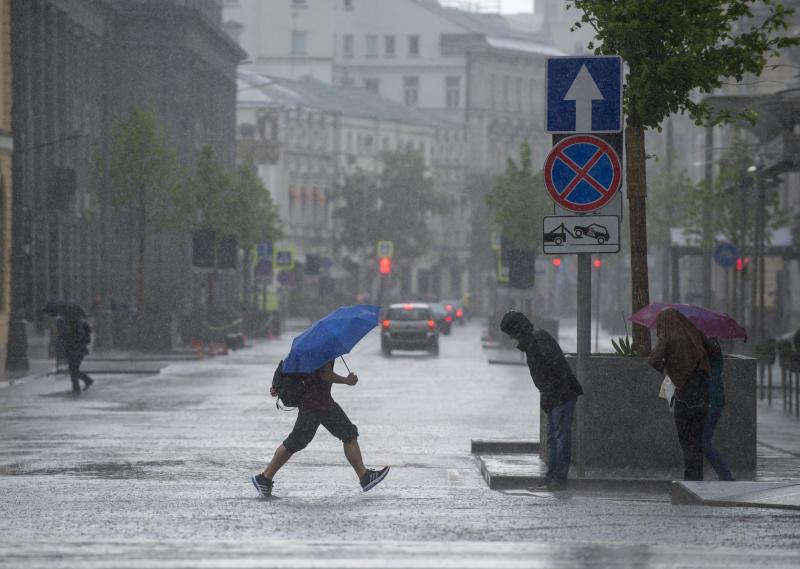 Обрушившийся на Москву ураган утихнет вечером