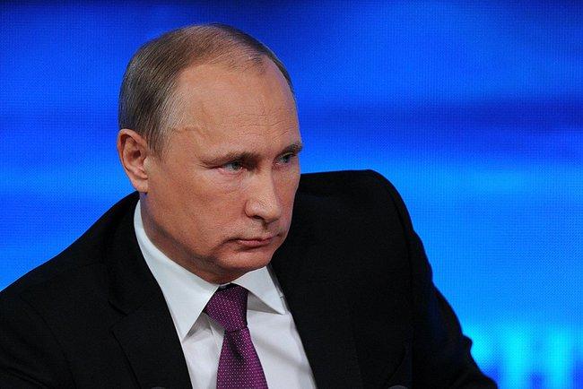 На «Прямой линии» Путин рассказал о кризисе, материнском капитале и машине времени