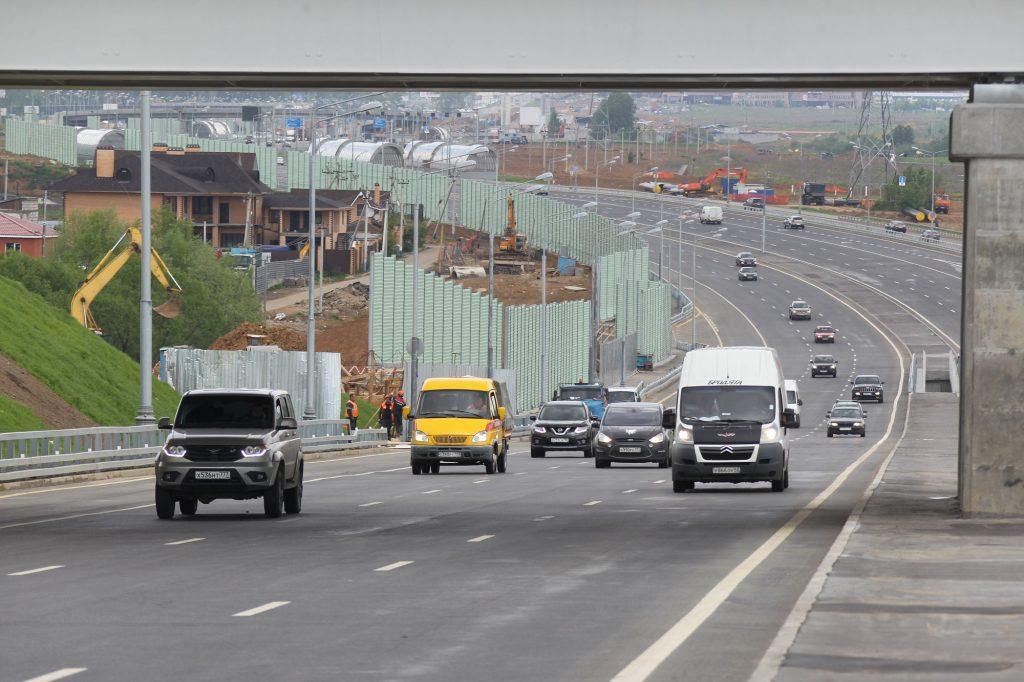 Новая магистраль станет осевой автомобильной дорогой Новой Москвы. Фото: Владимир Смоляков