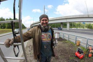 Калужское шоссе. 9 июня 2017 года. Маляр Сергей Сидоров. Фото: Владимир Смоляков