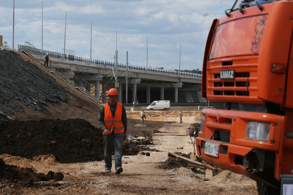 Основные этапы роста поселения: возведение эстакады, которая позволит разгрузить дороги. Фото: Виктор Хабаров
