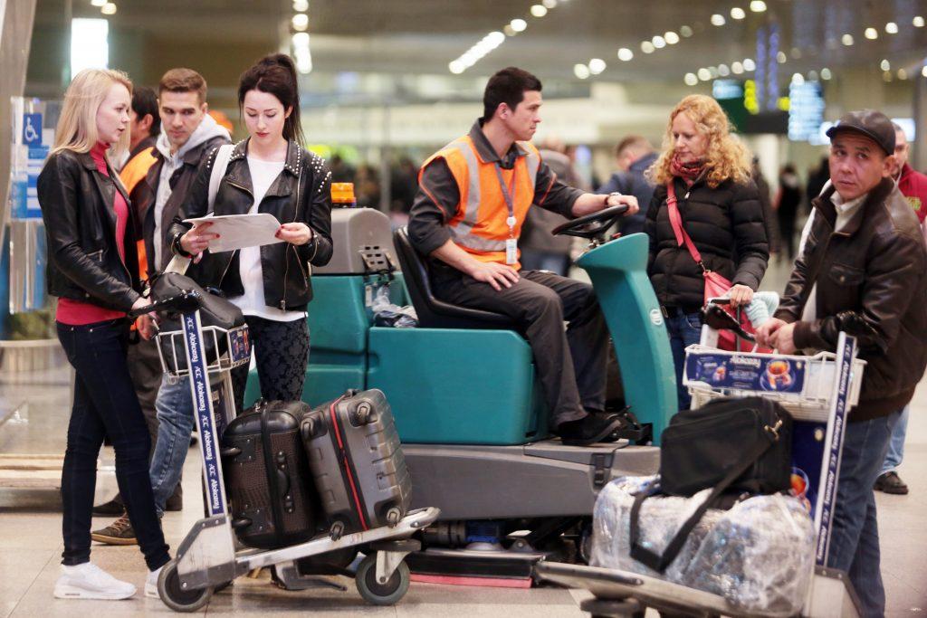 Три аэропорта Москвы задержали и отменили 72 рейса из-за погоды