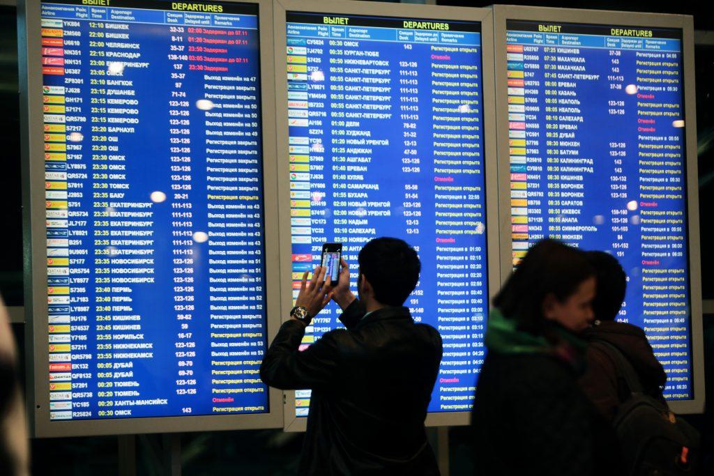 Два аэропорта Москвы отменили и перенесли более 30 рейсов