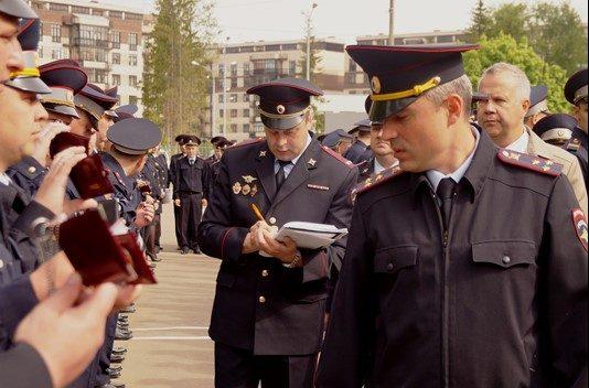 Новый руководитель УВД по ТиНАО Шамиль Сибанов провел строевой смотр личного состава