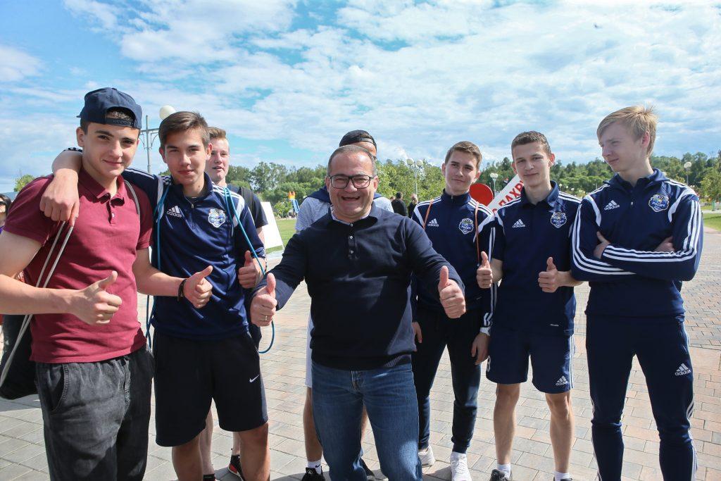Префект ТиНАО Дмитрий Набокин поздравил молодежь новых округов с праздником