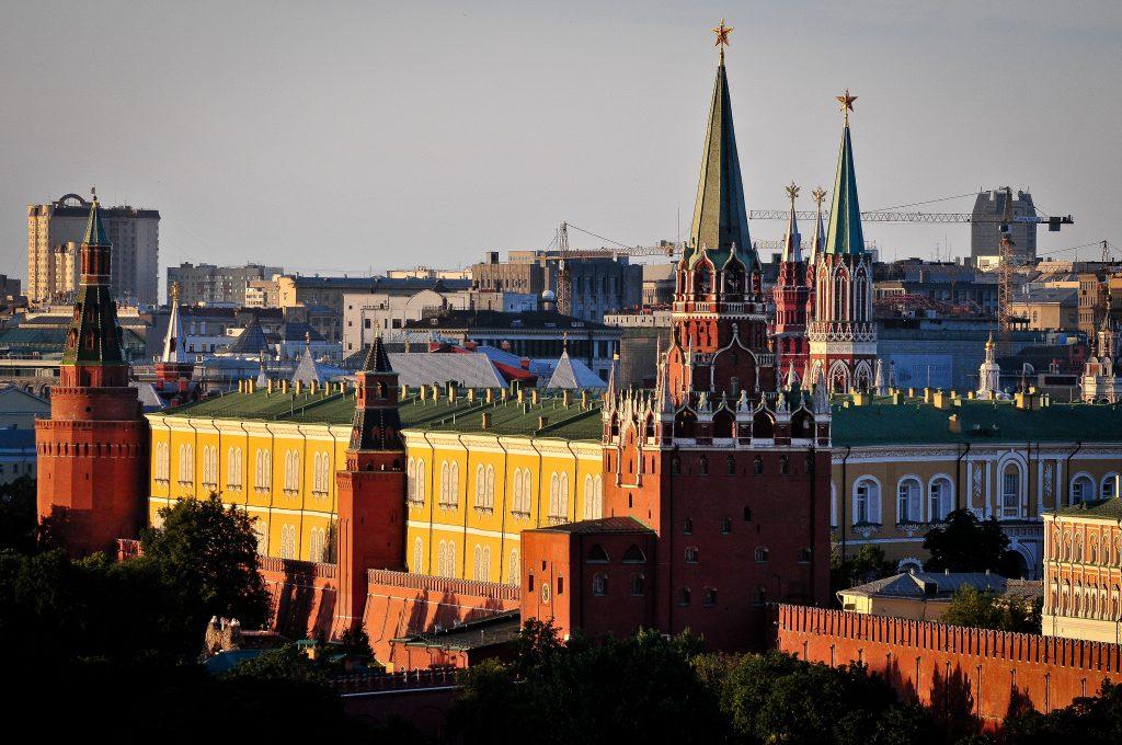 Московский Кремль закроется для туристов в День России