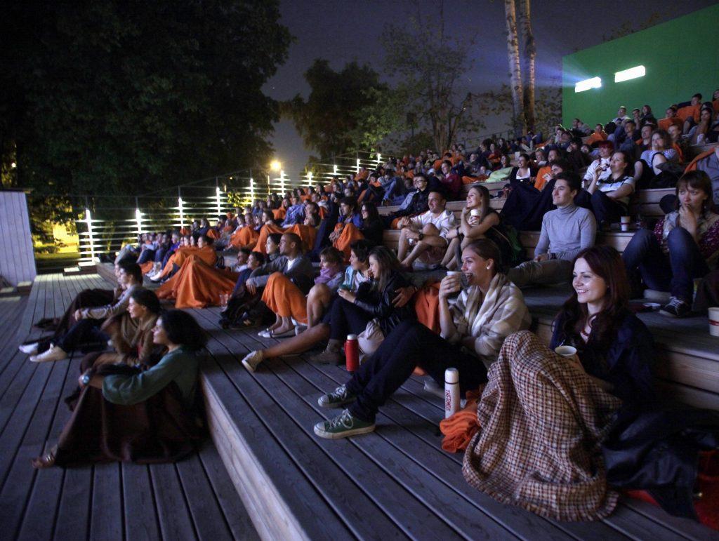 Партизанский кинотеатр опробуют на крышах и во дворах Москвы