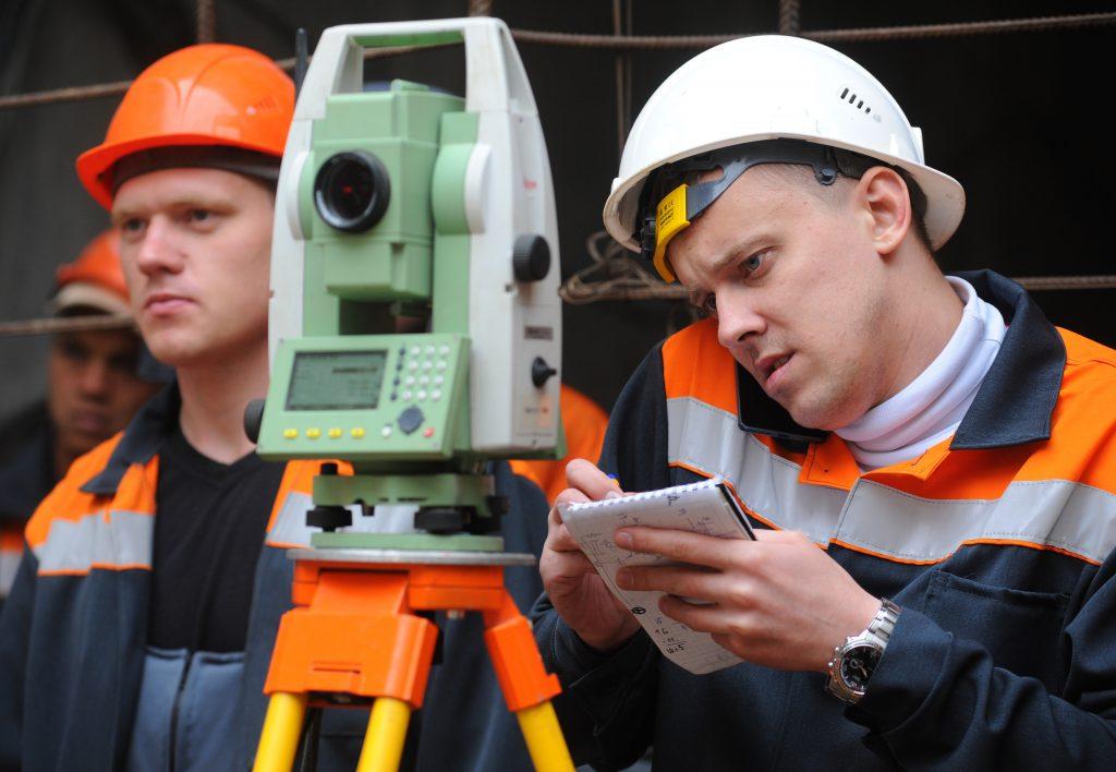 Идут работы сразу на нескольких ветках. Фото: Александр Кожохин