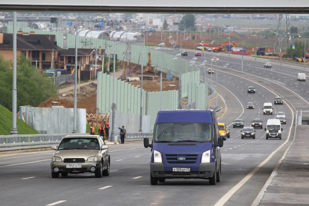 Маршруты пяти автобусов изменятся связи с открытием движения по новому участку Калужского шоссе. Фото: Владимир Новиков